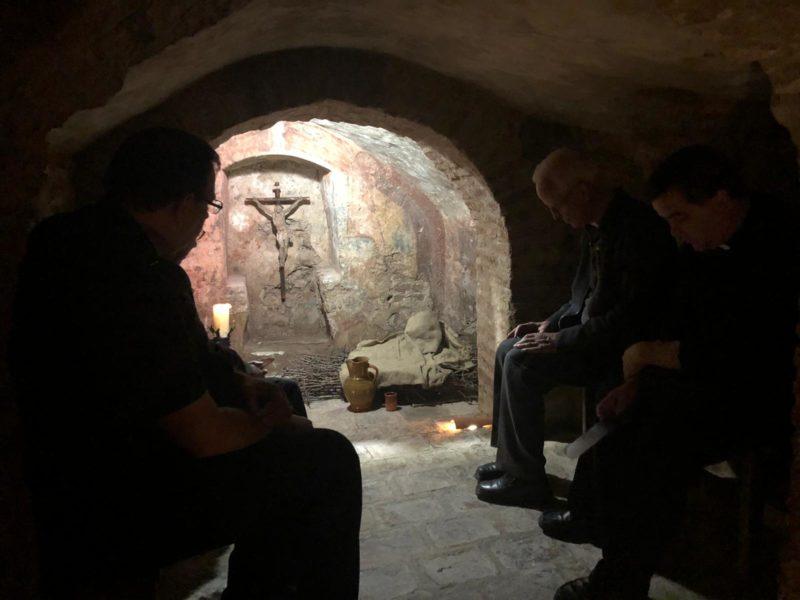 Delegados diocesanos para el Clero, en la cueva de la Casa Natal.