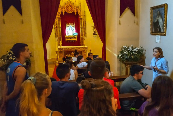 Visitando el martes la capilla parroquial del Santísimo